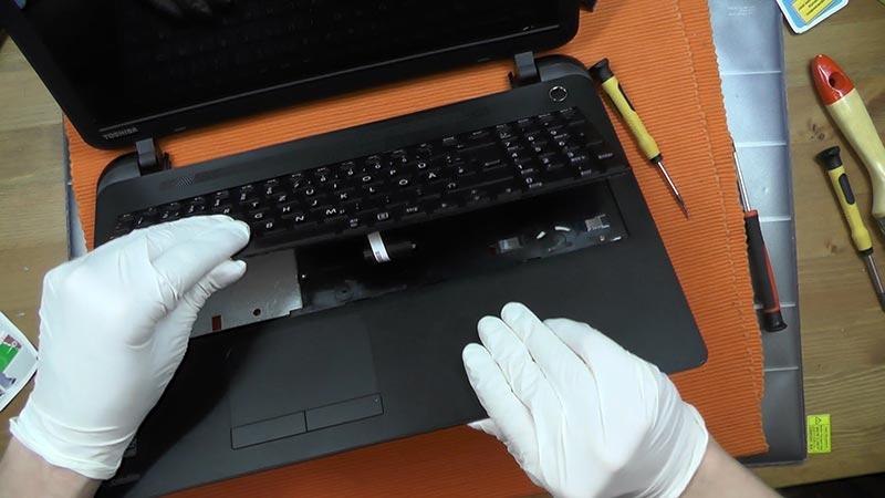 Thay bàn phím laptop đường hòa hưng