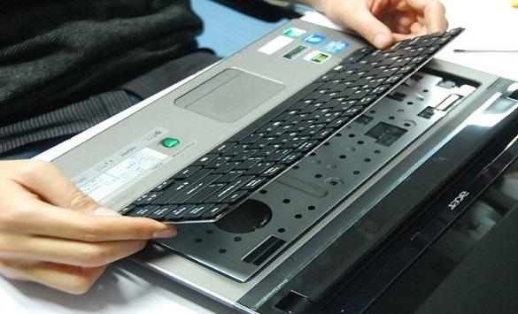 Thay bàn phím laptop đường Trần Văn Đang