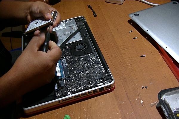 Thay ổ cứng laptop đường ba tháng hai