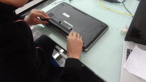 Thay pin laptop quận 5