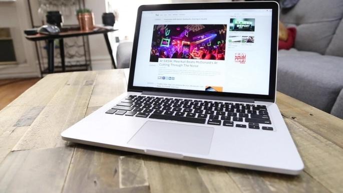 Thay màn hình macbook đường ba tháng hai