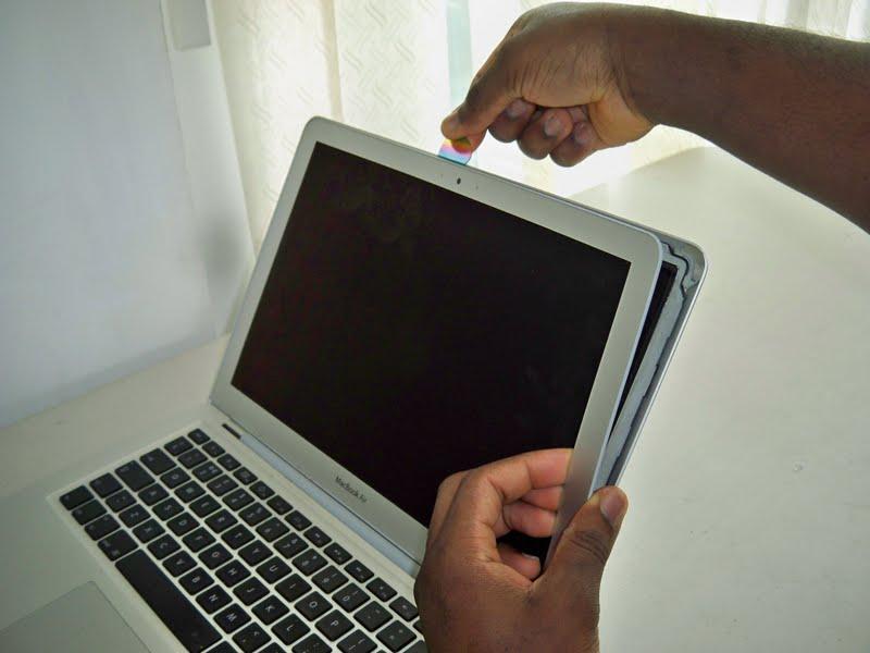 Thay màn hình macbook đường lê văn sỹ