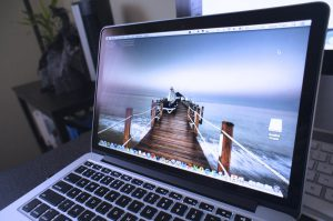 Thay màn hình macbook đường lý thái tổ