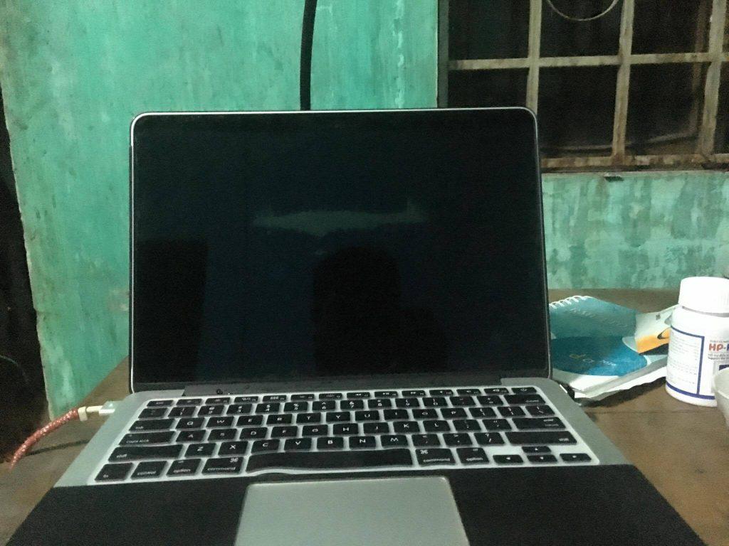 Thay màn hình macbook đường trương định